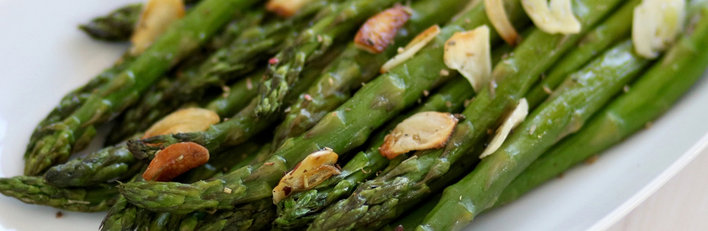 Roasted Asparagus Spears with Slivered Garlic