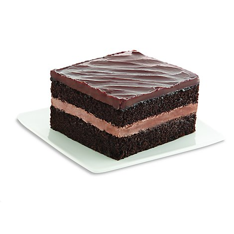 Bakery Cake Chocolate With Fudge Iced Single Serve - Each (580 Cal)