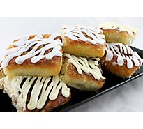 Fresh Baked Cinnamon Rolls With Cream Cheese Icing - 8 Count